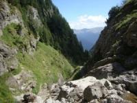 Turist, găsit mort într-o râpă din Munţii Bucegi