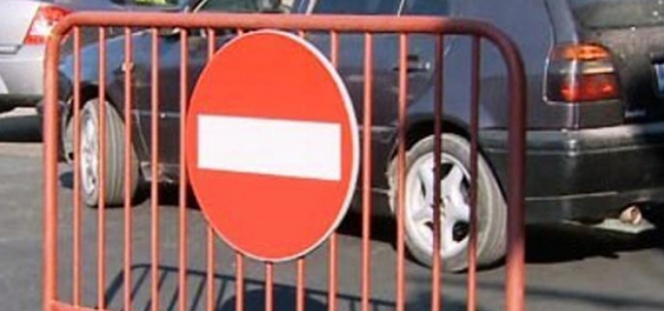 Traficul pe DN 1A este oprit din cauza aluviunilor scurse de pe versanti