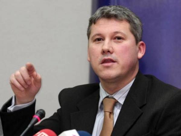 SURSE: Predoiu, tradat de colegii lui! PDL a votat nominalizarea lui Iohannis la prezidenţiale