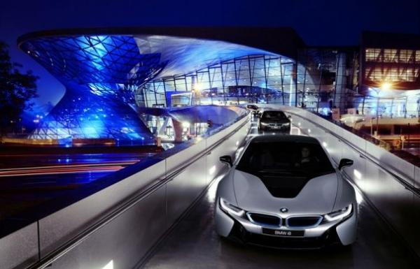 Premieră: BMW a livrat primele opt modele i8