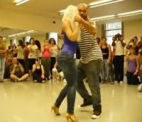 Cel mai SENZUAL dans pe care l-ai vazut! Miscarile braziliene care au cucerit internetul - VIDEO