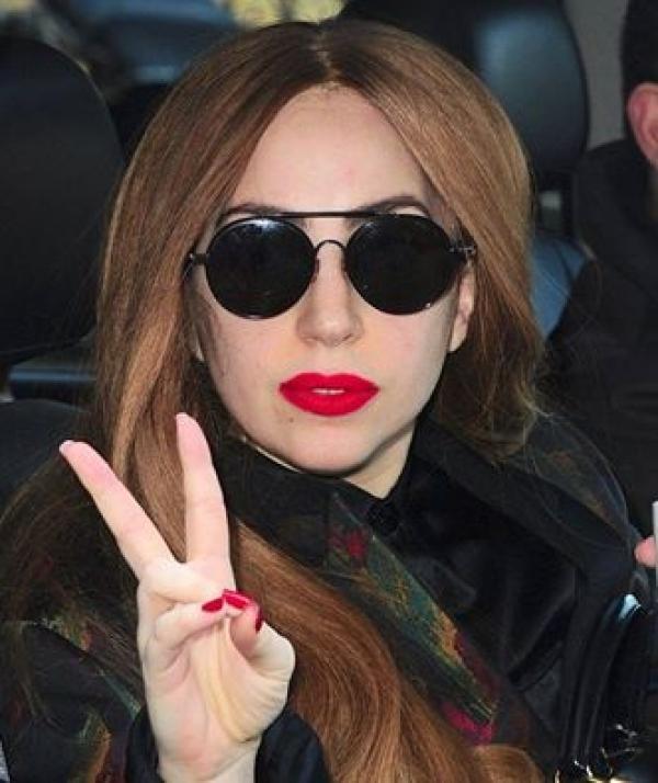 Lady Gaga, DE NERECUNOSCUT fără machiaj! Cum ti se pare ca arata?