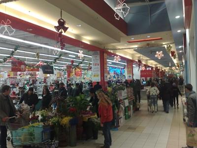 Carrefour a luat fata Real la cumparaturi: aglomeratie ca pe vremuri