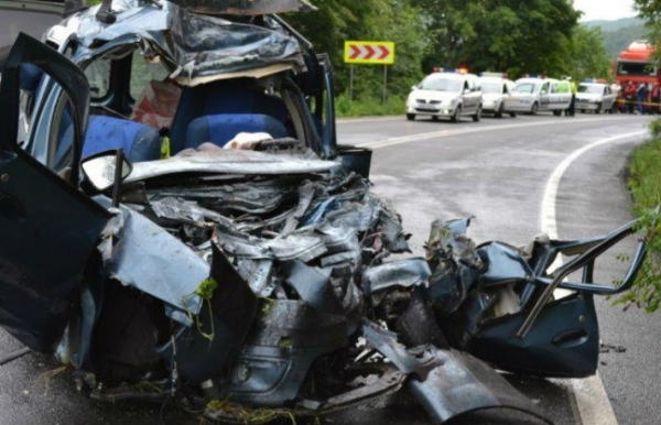 Un prahovean se afla in stare grava dupa ce a provocat un accident soldat cu doi morti!