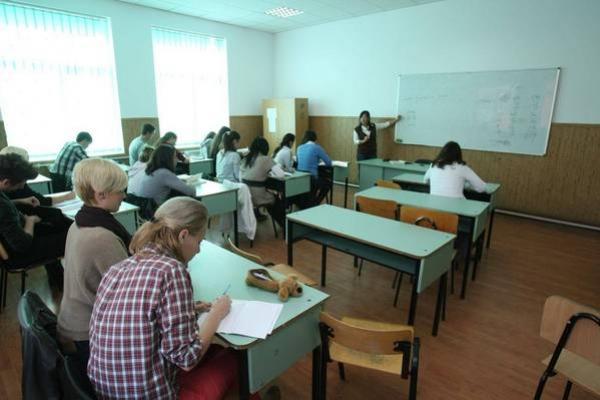 BACALAUREAT 2014, SESIUNEA DE TOAMNĂ | Luni, prima zi de examen: PROBA ORALĂ LA LIMBA ROMÂNĂ ŞI LIMBA MATERNĂ