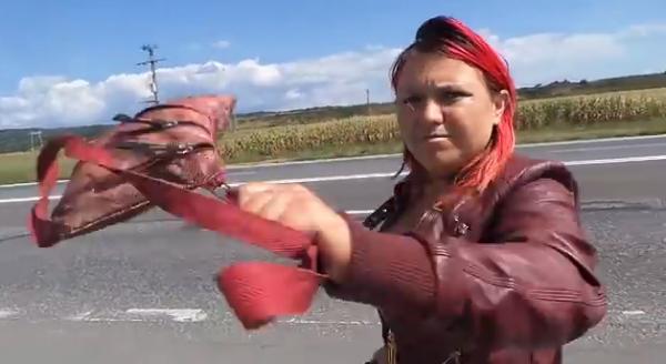 Prostituata violentă de la Banești face furori pe Youtube. Iat-o in acţiune!