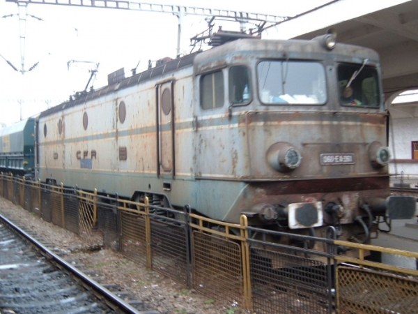 VIDEO Trenuri de călători pe ruta Ploieşti – Măneciu