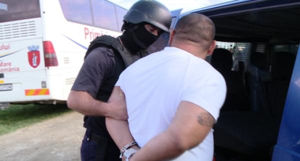Doi cămătari din Boldesti-Scăeni au fost arestati preventiv