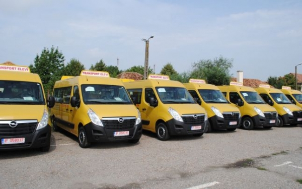 Microbuzele scolare de la Guvern au ajuns in Lipanesti, Dumbravesti si Izvoarele