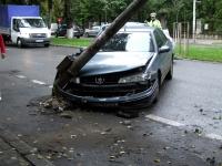 Accident pe Bulevardul Republicii. O masina s-a izbit de stalp de iluminat