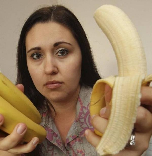 Si-a cumparat banane de la supermarket, dar a avut un SOC cand a vrut sa le manance. Ce a GASIT in ele!!!!  Putea sa moara!