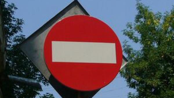 Trafic restrictionat pe DN 1A, la Maneciu, din cauza unei erodari a drumului