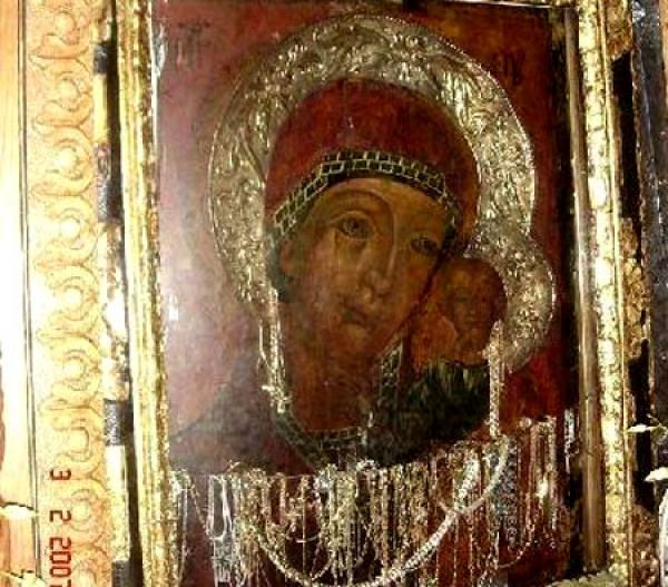 Credinciosii trebuie sa stie asta: Vezi care sunt bisericile si manastirile din Prahova care adapostesc icoane facatoare de minuni