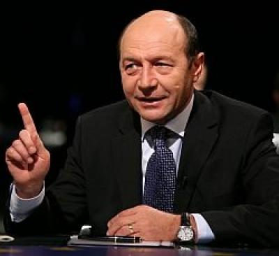 """Traian Băsescu: """"Măi, faceţi ceva pentru că se va şubrezi alianţa!"""""""