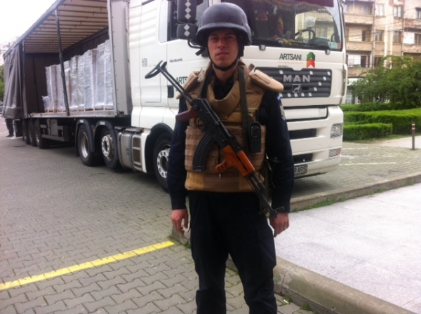 Palatul Administrativ, pazit cu AK 47!