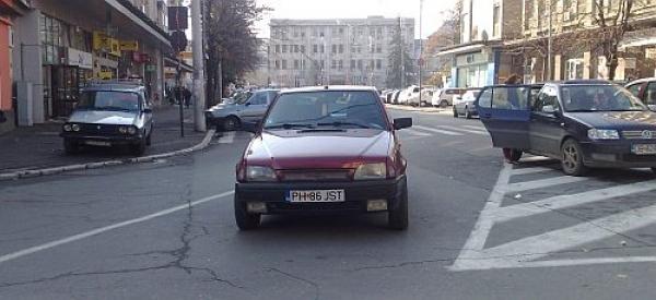 Cel mai prost şofer din Ploieşti conduce o Dacia cu nr. PH 86 JST