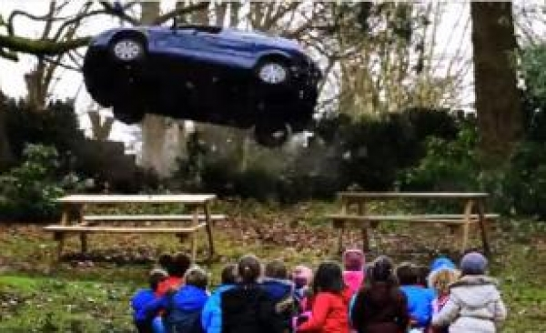 VIDEO. Cea mai brutală reclamă anti-viteză din istorie. Totul mergea bine, până când un grup de copii e făcut piftie