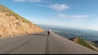 """ACCIDENT BIZAR. O MOTOCICLETĂ """"PICATĂ din CER"""" a făcut haos pe şosea VIDEO"""