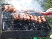 RECORD gastronomic! De 1 Mai, românii au mâncat 30 de milioane de mici