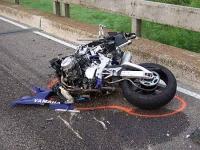 Accident grav la Posada. Un motociclist s-a izbit de un autoturism dupa ce a intrat pe contrasens
