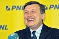 """Decebal Traian Remes: """"Antonescu este un politician hoț """". Liderul PNL era poreclit """"Pleată"""""""