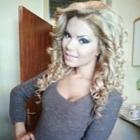 Iubita lui Guta si-a scos burtica de gravida la soare!  Uite cum arata Beyonce de Romania in luna a patra de sarcina