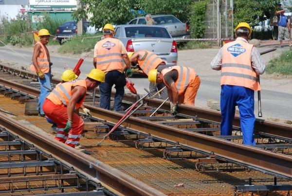 Cine fura cablurile ramase in urma muncitorilor de pe linia de tramvai?