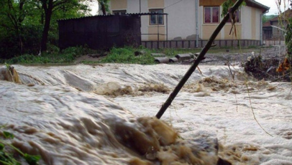 Cod portocaliu de inundaţii în Prahova si alte 10 judeţe, până sâmbătă