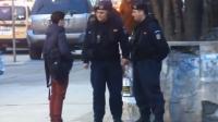 Ce le-a făcut puştiul ăsta jandarmilor în Bucureşti depăşeşte orice imaginaţie VIDEO