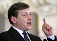 """Crin Antonescu: """"NU îl susţin pe Klaus Iohannis"""""""