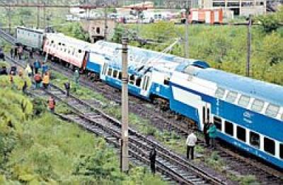 Un tren a lovit o masina la Valea Calugareasca