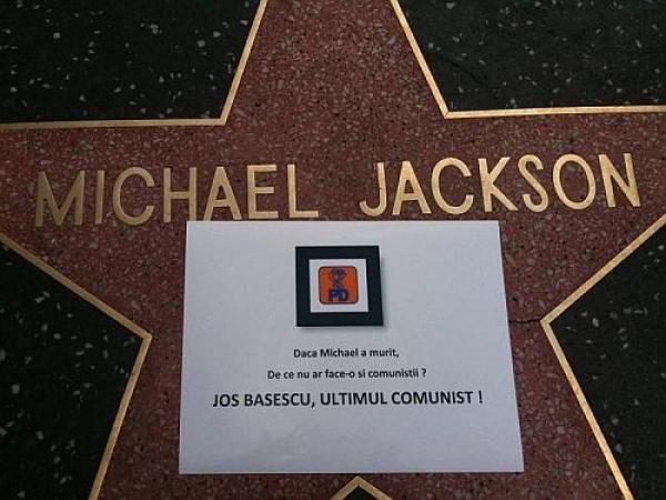 """Mesaje antiBăsescu pe """"Walk of Fame"""" din Los Angeles"""
