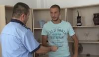 Un tanar din Prahova a gasit o borseta cu 9.000 de euro, intr-o benzinarie. Ghici ce a facut