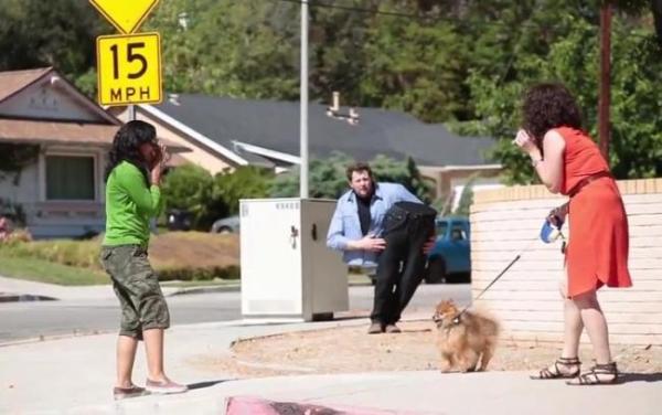 """Iluzia INCREDIBILĂ a unui magician """"tăiat în două"""" face SENZAŢIE pe net. Clipul a strâns 1,8 milioane de vizualizări (VIDEO)"""