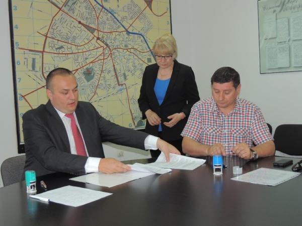 Contract important pentru ploieşteni, semnat de primarul Bădescu
