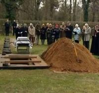 Nu le-a venit a crede cand au dezgropat un barbat mort de 15 ani. Nimeni nu a mai vazut asa ceva - VIDEO