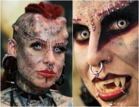 Urata ca Bau-Bau, dar este mama a patru copii!  Iata cum arata Femeia Vampir inainte sa se tatueze si sa isi faca implanturi sub piele >>>