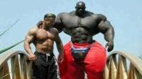 Un munte de OM! Cum se mişcă Hulk, cel mai MARE BĂRBAT din lume  VIDEO