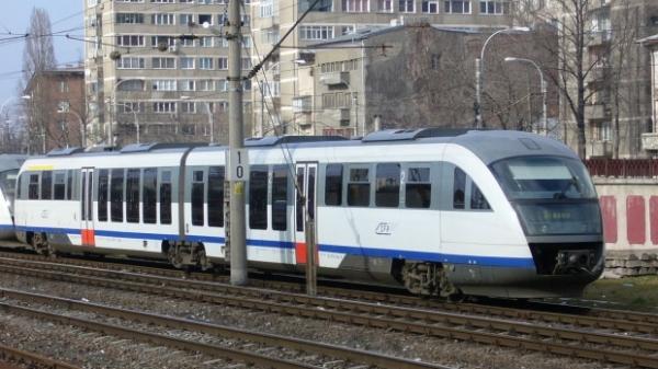 Trenurile circulă cu viteză redusă din cauza CANICULEI. Întârzieri de 30-40 de minute