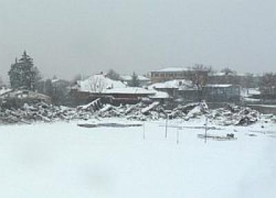 Firma care demoleaza stadionul FC Petrolul a daramat si gardul SRI Prahova