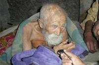 """SENZAȚIONAL!!! El a găsit """"apa vieții"""": Are 179 de ani și încă se """"ține"""" bine! Iată cum arată!"""
