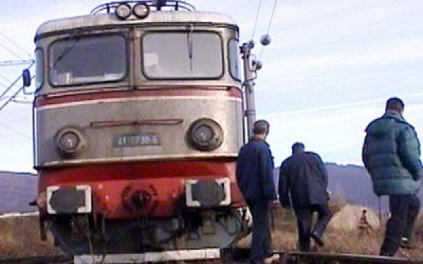 Angajat C.F.R., prins la furat de motorina din locomotiva unui tren