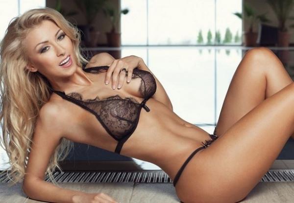 Andreea Bălan, complet goală pe Internet! Doar iubitul american îi poate atinge formele apetisante
