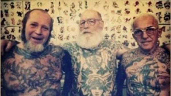 Tatuajele duse la extrem. Vezi cum arată cele mai în vârstă persoane tatuate pe TOT CORPUL