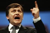 Antonescu strigă TRĂDARE: Iohannis, liderul trădătorilor din PNL