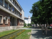 """Patronul unui chiosc de langa liceul """"Mihai Viteazul"""" amendat cu 5.000 de lei"""