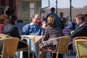 Cum deturnează Iohannis şi Băsescu atenţia publicului de la întâlnirea din Vila Lac 3