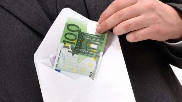Un număr 13 firme, bănuite că au trucat licitaţii de 8.000.000 euro