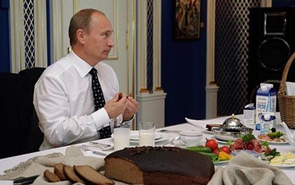 Mâncarea lui Vladimir Putin este degustată de un profesionist, pentru a nu fi otrăvit