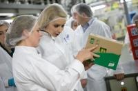 Daciana Sârbu, în vizită la fabrica Unilever din Ploiești